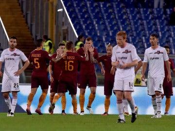Los jugadores de la Roma, celebrando el gol de Dzeko ante el Palermo