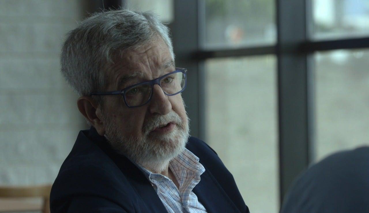 El médico Marcos Gómez habla con Jordi Évole