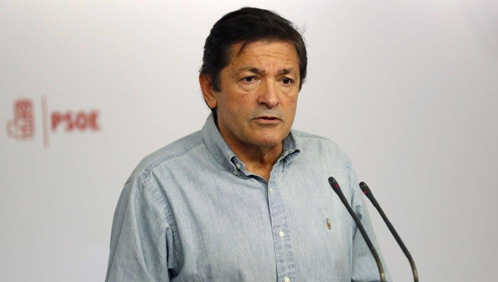 Javier Fernández ante los medios
