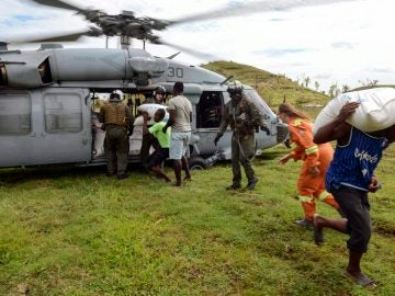 Distribución de ayuda humanitaria en Haití tras el paso del huracán Matthew