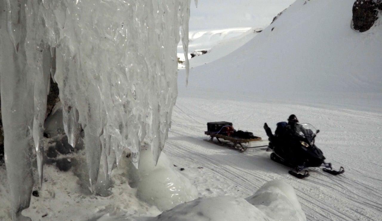 En motonieve por el Ártico