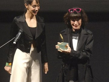 Geraldine Chaplin recoge la Espiga de Oro de la Seminci