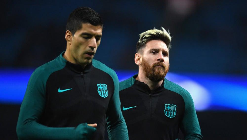 Luis Suárez y Leo Messi, en el calentamiento previo al choque ante el City