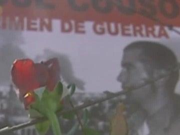 Cartel en recuerdo del periodista José Couso