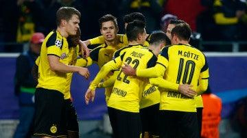 El Dortmund celebra el gol de Ramos