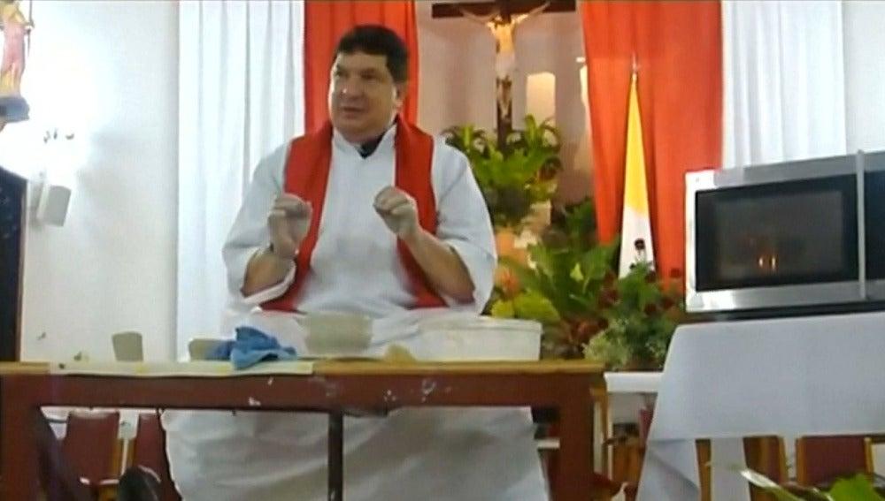 Sacerdote argentino bajo orden de arresto
