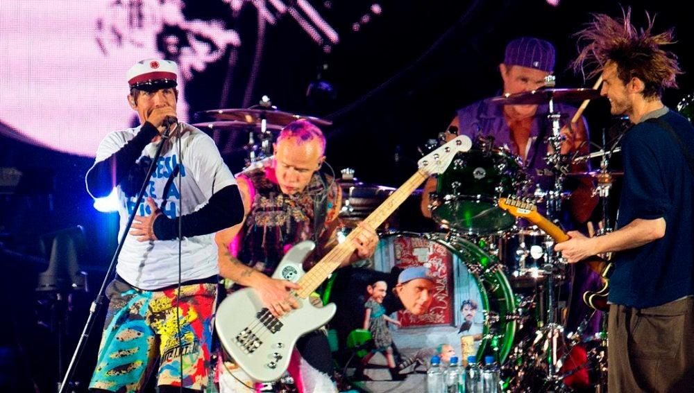 Los Red Hot Chili Peppers durante un concierto