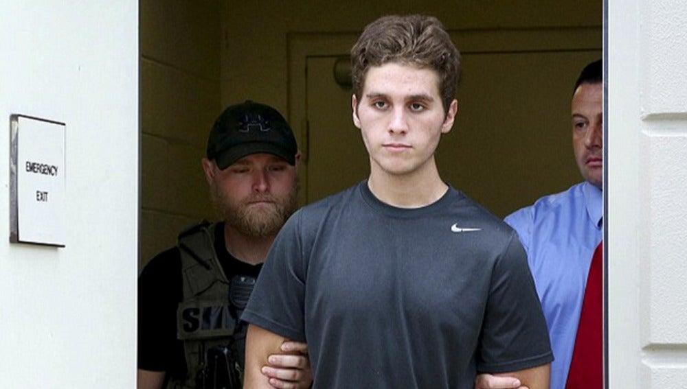 El joven detenido tras asesinar a una pareja y comer parte de su rostro