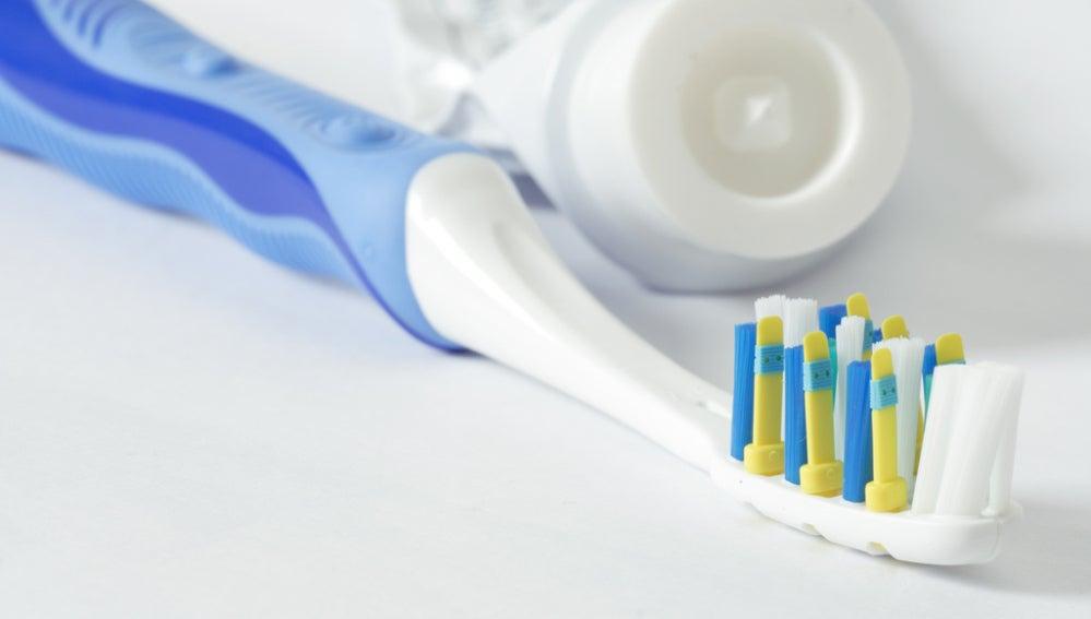Trucos sencillos para que tu cepillo de dientes no sea un nido de gérmenes   2f653fdaeea0