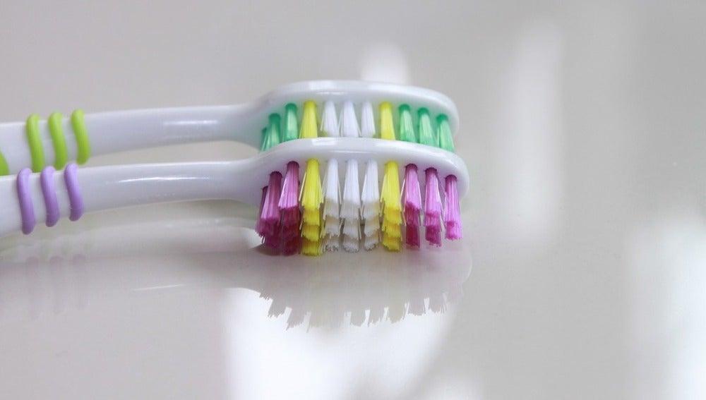 Trucos sencillos para que tu cepillo de dientes no sea un nido de ... c36126e3bc15