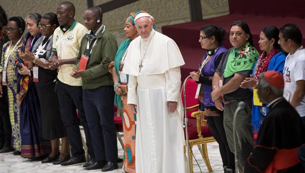 """El papa clama contra el """"ídolo-dinero"""" y denuncia la """"bancarrota de la humanidad"""""""