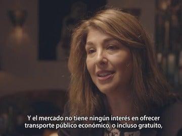 """Frame 68.693776 de: Naomi Klein: """"El mercado no tiene ningún interés en ofrecer transporte público o incluso gratuito"""""""