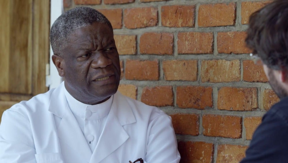 l director del Hospital Pazi, Denis Mukwege, y Jordi Évole