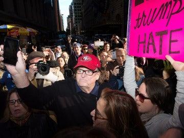 Michael Moore antes de entrar en la Trump Tower