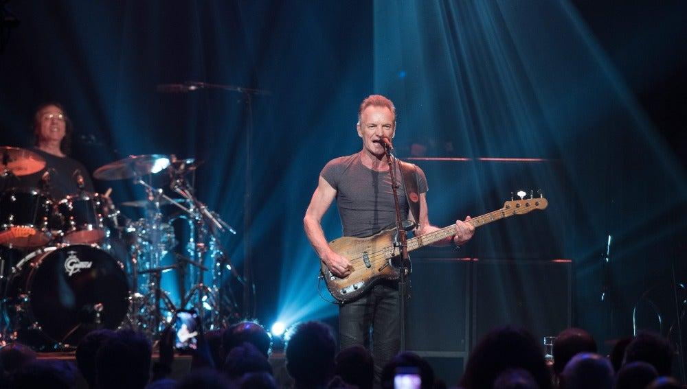 Sting ofrece un concierto benéfico en la sala Bataclan en el aniversario de los atentados de París