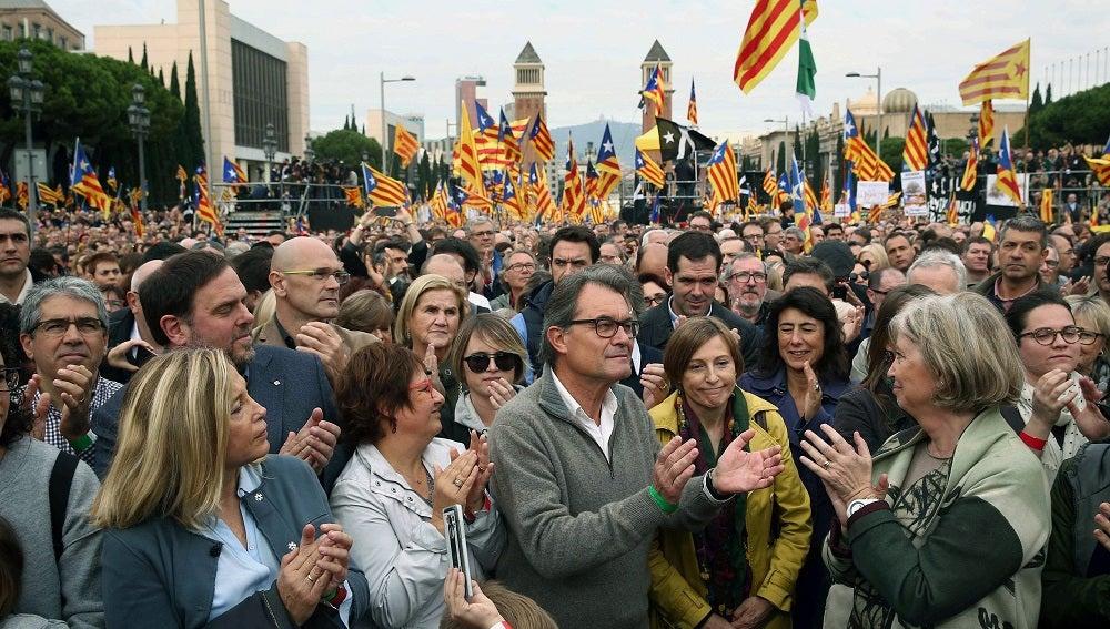 Momento de la concentración en Barcelona convocada por las entidades soberanistas en apoyo de los cargos electos investigados