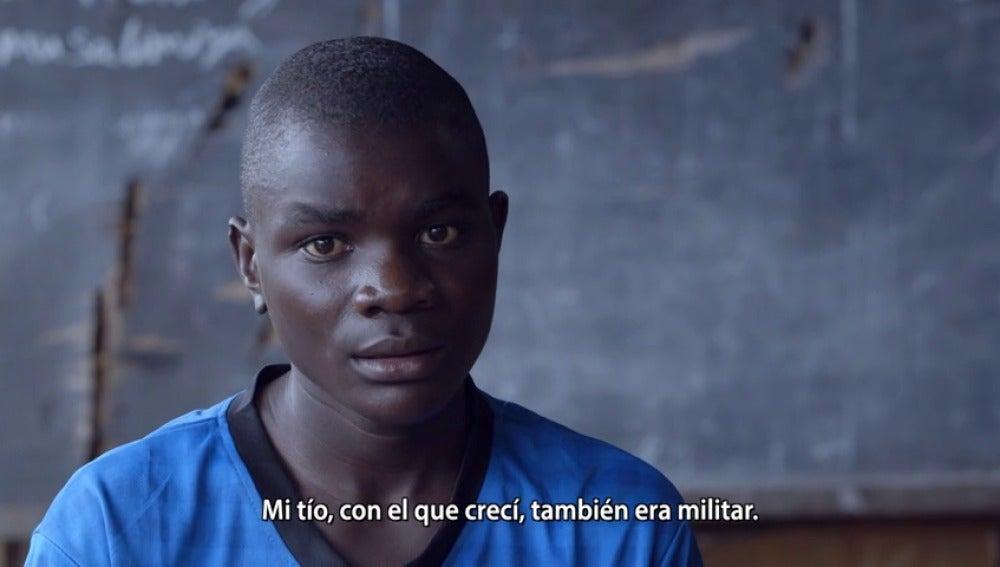 """Frame 59.936414 de: Exniño soldado en el Congo: """"La hoja de servicios decía que debíamos recibir 200 latigazos al día"""""""