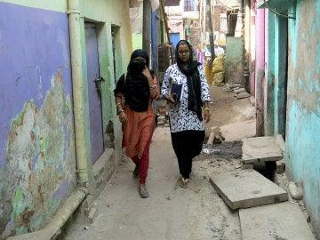 """La joven musulmana Nisha Ahmed pasea por las calles de Nueva Delhi dos años después de sufrir un divorcio por """"talaq"""""""