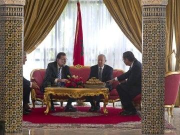Rajoy con el ministro de Educación marroquí y el embajador de España en Marruecos