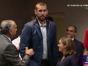 """Frame 160.407472 de: Quique Peinado: """"Hay gente pequeña que no se ve. Marc Gasol no pisó a Soraya Sáenz de Santamaría de milagro"""""""