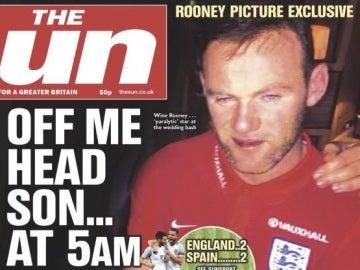 La imagen de Wayne Rooney borracho en la portada de 'The Sun'