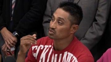 Frame 29.804358 de: Un inmigrante mexicano se refugia con su familia en una iglesia de Filadelfia para evitar ser deportado