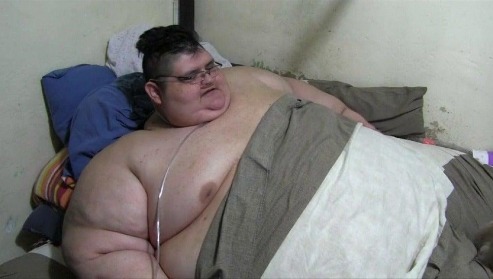 Frame 8.448056 de: El hombre más gordo del mundo recibirá tratamiento para lograr bajar de peso