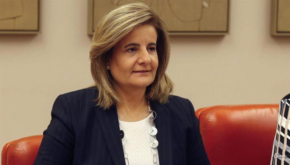 La ministra de Empleo y Seguridad Social, Fátima Báñez, durante una comparecencia