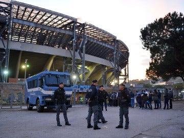 Dos hinchas del Dinamo de Kiev recibieron varias cuchilladas en el centro de Nápoles