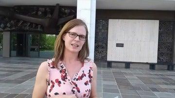 Frame 121.803924 de: España paga a una madre australiana de cuatro hijos para que lea 'El Quijote' durante tres semanas