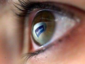 ¿Crea dependencia emocional Facebook?