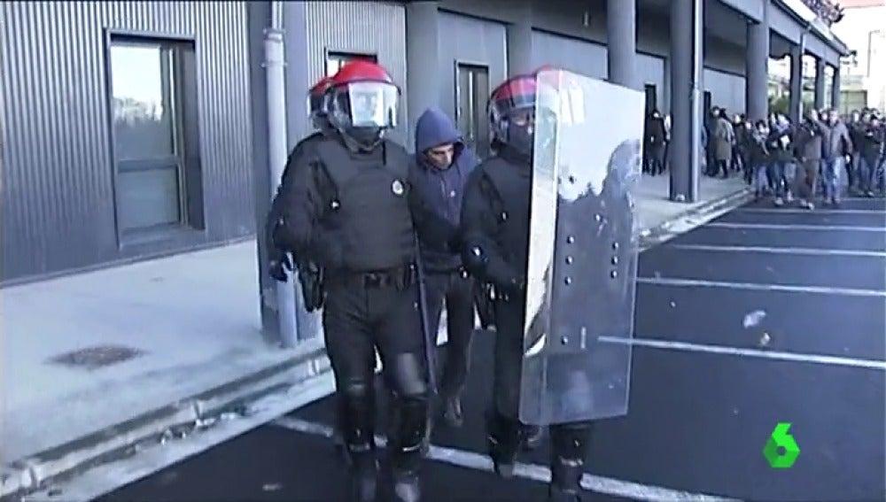 Frame 16.476943 de: protestas pais vasco