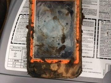 Así quedó el móvil tras pasar un año bajo agua