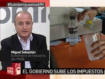 """Frame 35.134878 de: Miguel Sebastián: """"El activista Montoro le ha cogido gusto a hacer 'zapping' con los impuestos"""""""