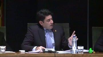 """Frame 78.062605 de:  Paco Rabal 'se mete en la piel' del alcalde de Alcorcón: """"Todo gira alrededor de los toros, los médicos para curar a los toreros y las mujeres para querer a los toreros"""""""
