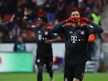 Lewandowski celebra uno de sus goles contra el Mainz