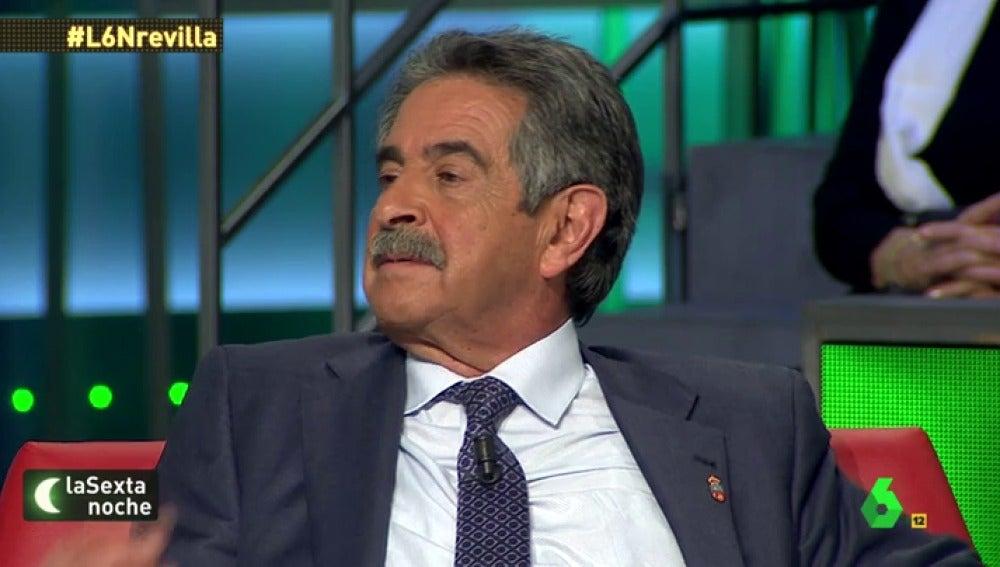 Frame 2.08287 de: Revilla sobre mujica