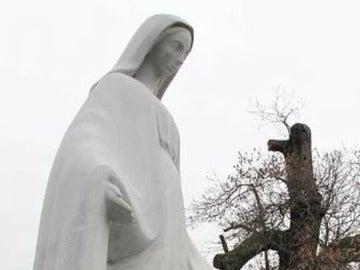 Estatua de la Virgen María en Publier