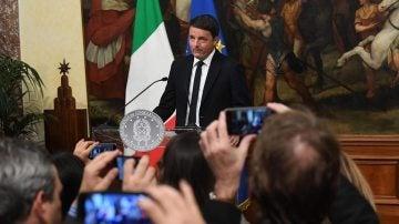 Renzi presenta su dimisión