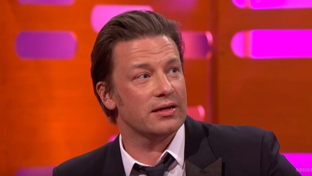 Jamie Oliver, creador de la paella con chorizo, en un programa de la BBC