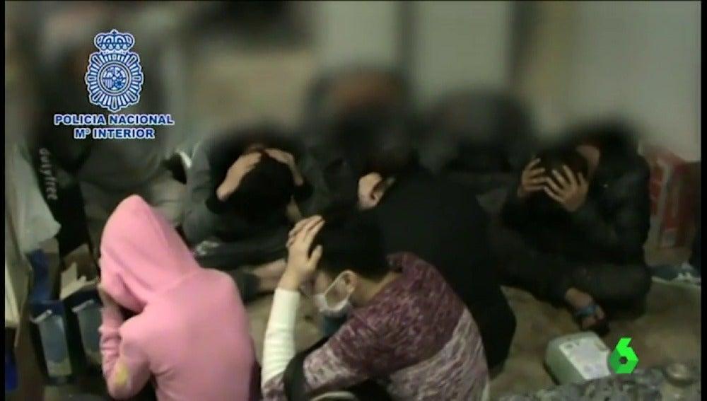 Frame 26.934352 de: Un grupo de ciudadanos chinos se hacían pasar por policías para pedir dinero a sus compatriotas