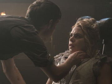 En Penny Dreadful, antes de convertirse en la inmortal Lily, el personaje de Brona muere de tuberculosis. En la serie, Dorian Gray tiene un encuentro sexual con ella y se siente atraído por la belleza sublime de los que se encuentran a punto de morir.