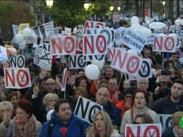 Frame 0.0 de: 1.500 personas se han manifestado hasta hace unos minutos en Jaén contra la fusión hospitalaria de Granada