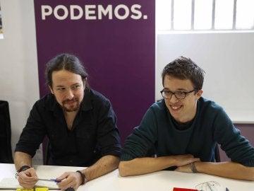 El secretario general de Podemos, Pablo Iglesias, y el número dos, Íñigo Errejón, durante la reunión hoy del consejo ciudadano para ratificar la fecha de la asamblea estatal del partido
