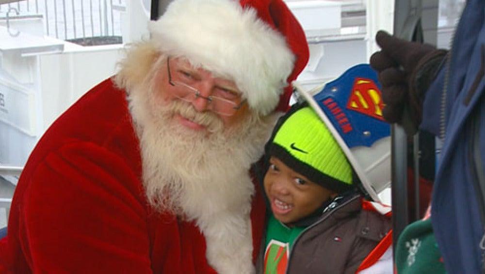 Super Kaheem rescatando a Papá Noel