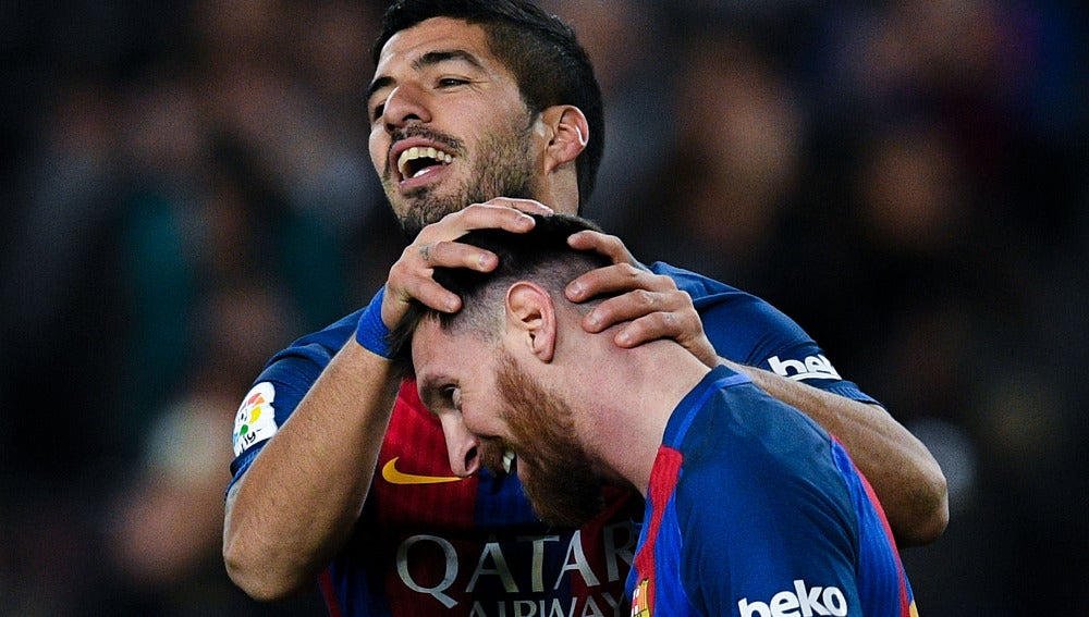 Leo Messi y Luis Suárez celebran un gol ante el Espanyol