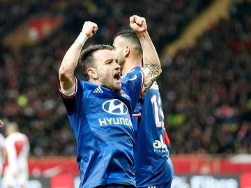 Valbuena celebrando su gol frente al Mónaco