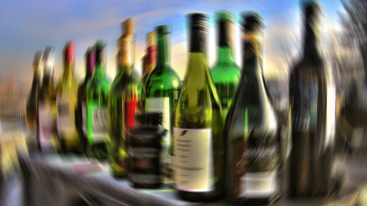 comer mientras tomas alcohol