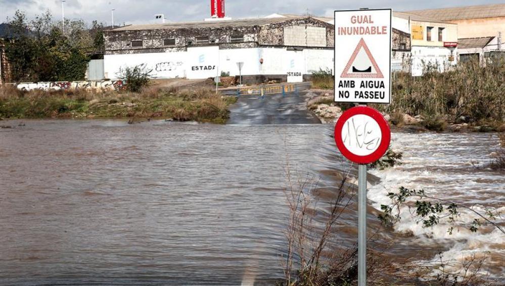 Carreteras inundadas en Valencia