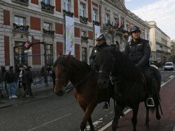 Policías a caballo en la Puerta del Sol